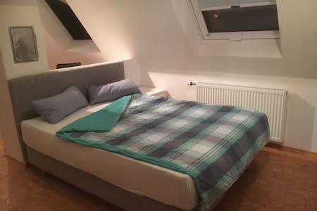 Gemütliches Zimmer bei mir zu Hause - Heilbronn - Radhus