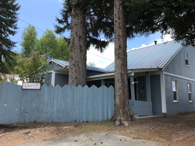 The Farmhouse - Crater Lake Bungalows