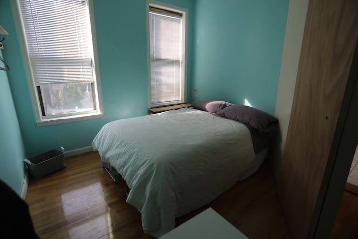 Cozy one bedroom in the heart of Greenpoint!
