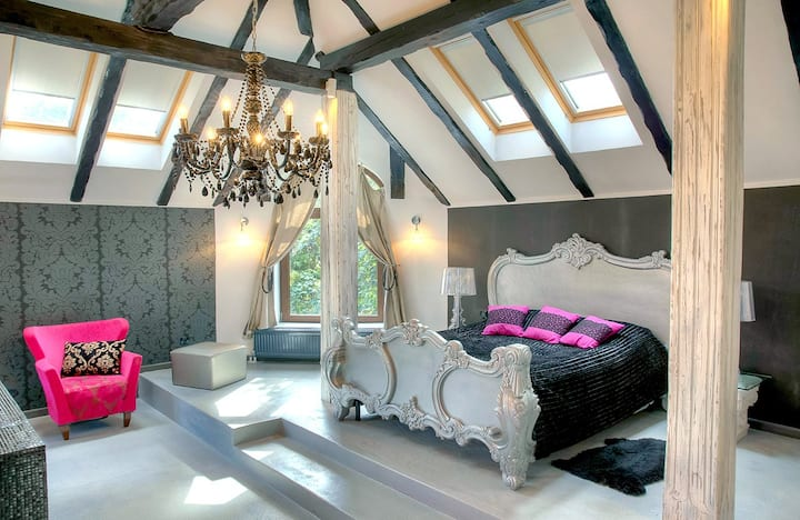 Luxury Baroque suite