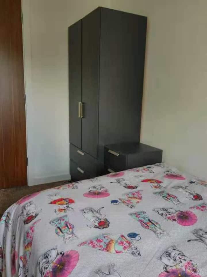 A Private room in townhouse, near City Centre/Asda