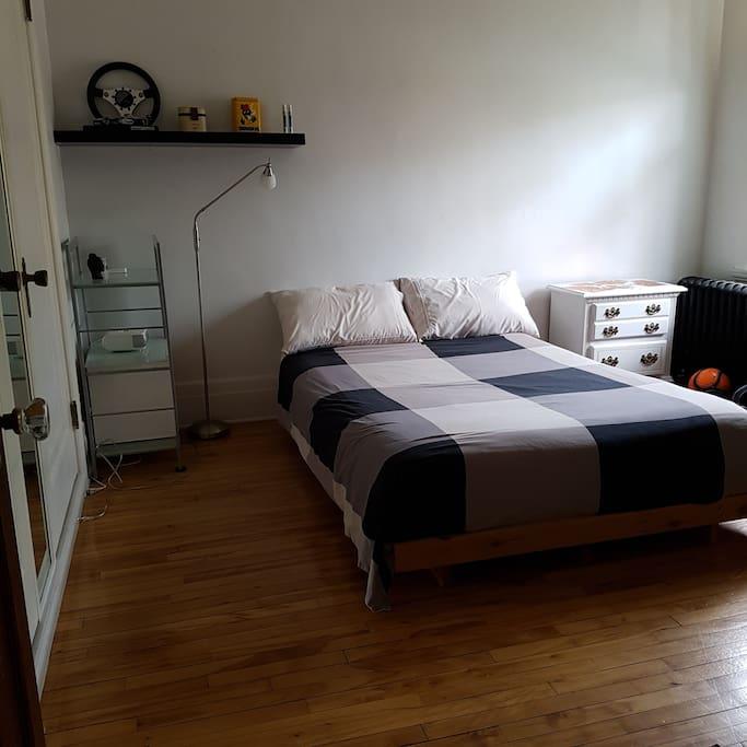 Deuxième chambres avec un lit double, draps en coton égyptien neufs
