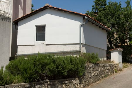 Nice small house near beach - Pinezići