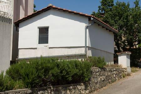 Nice small house near beach - Pinezići