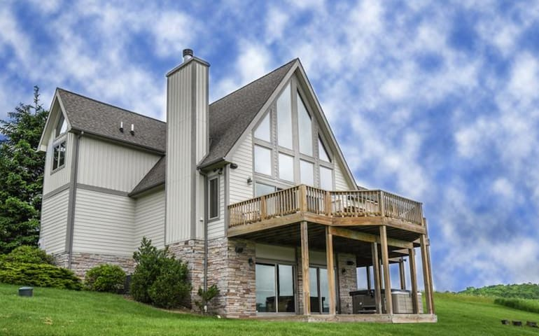 4BR Chalet, Openings this summer/Hot Tub/Views