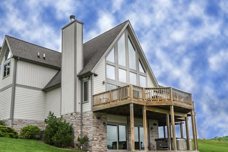 4BR Chalet, Openings this winter/Hot Tub/Views