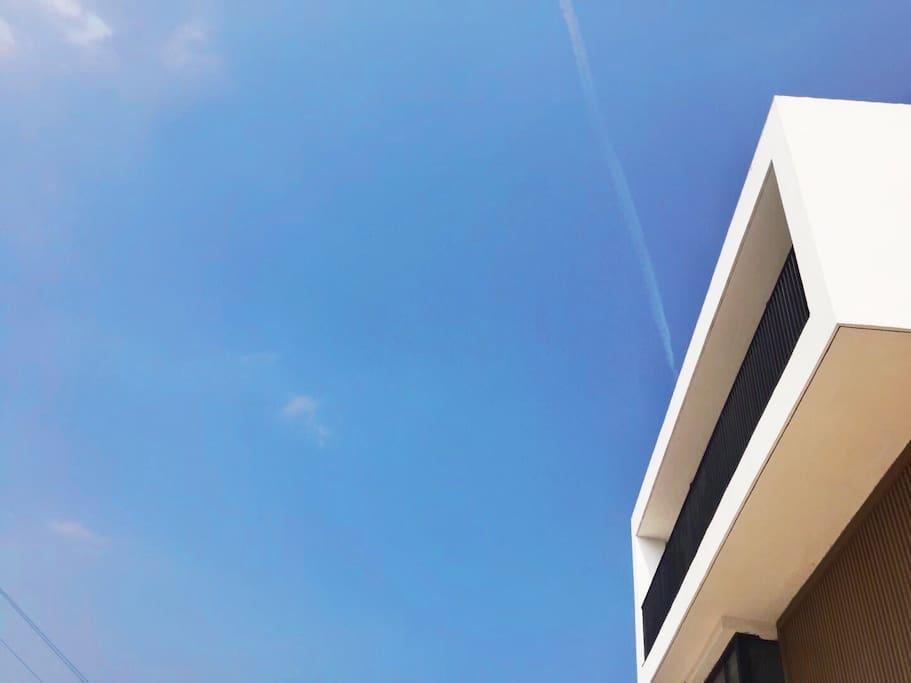 房子三楼此处挑台给人以喜出望外的眺望姿态故名:喜鹊。