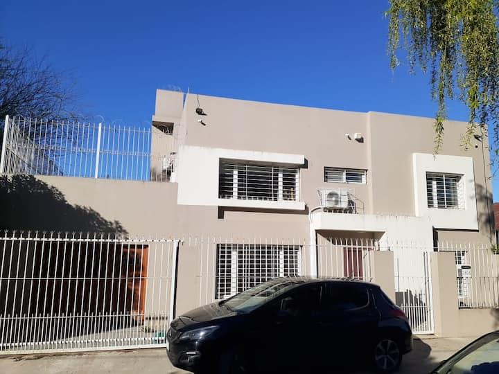 Gran Casa Familiar en Barrio El Jardín. ÚNICA