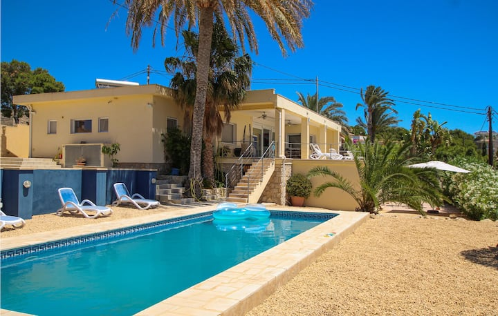 Holiday cottage with 5 bedrooms on 162m² in El Campello