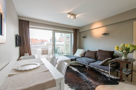 Eclectic beach apartment in Knokke - Knokke-Heist