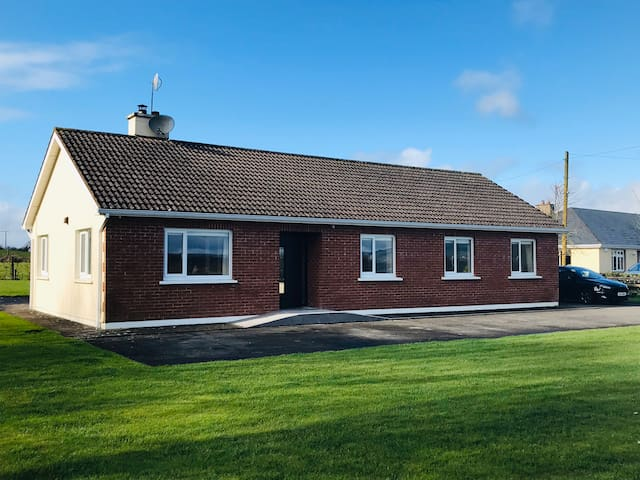 Cosy Bungalow, only 15mins to Limerick City
