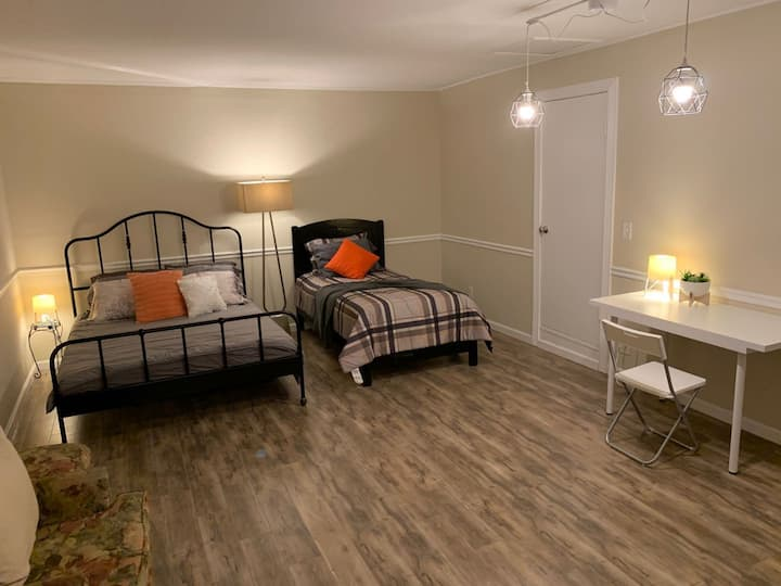 Private Entry Studio Queen Bed & Full Bed, 1 Bath