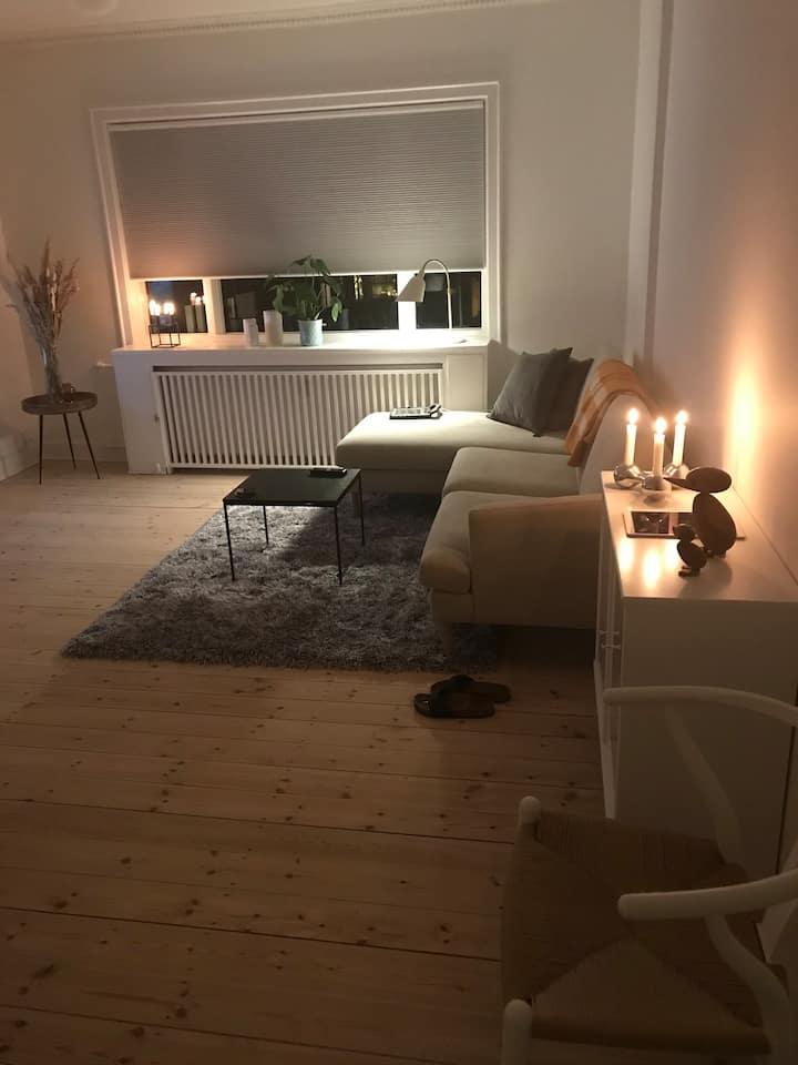 Lejlighed i Charlottenlund, tæt på alt....