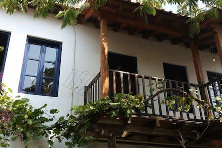 Traditionelles Steinhaus mit schönem Blick - Sikia