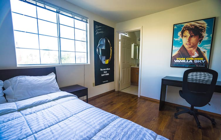 Top Hollywood Deal: Bedroom+Bathroom+Parking - Los Angeles - Apartment