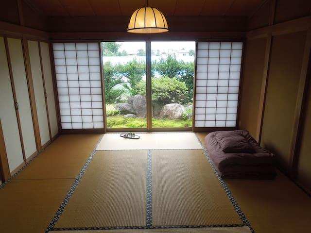 北側和室8帖Bです。ゆっくりお休みください。