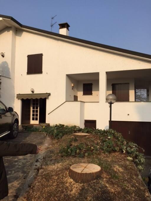 Villa in collina ville in affitto a san colombano al for Ville in collina