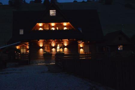 Elegant penzion in historic Osturna - Osturňa - Bed & Breakfast