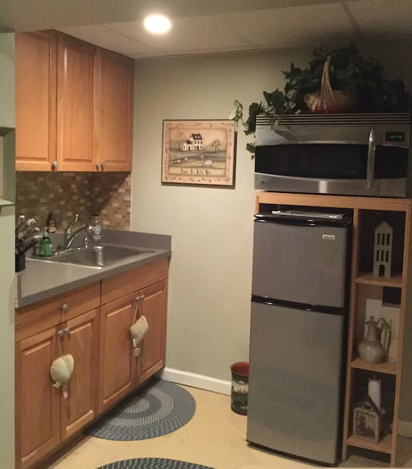 Kitchenette with micro/convection oven