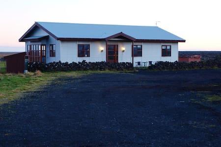 Arnardrangur Guest house - Kirkjubæjarklaustur - Huis