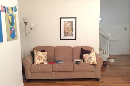 Large, airy duplex in downtown NHV - New Haven - Apartment