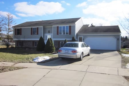 Private room in East Grand Rapids! - East Grand Rapids - Rumah