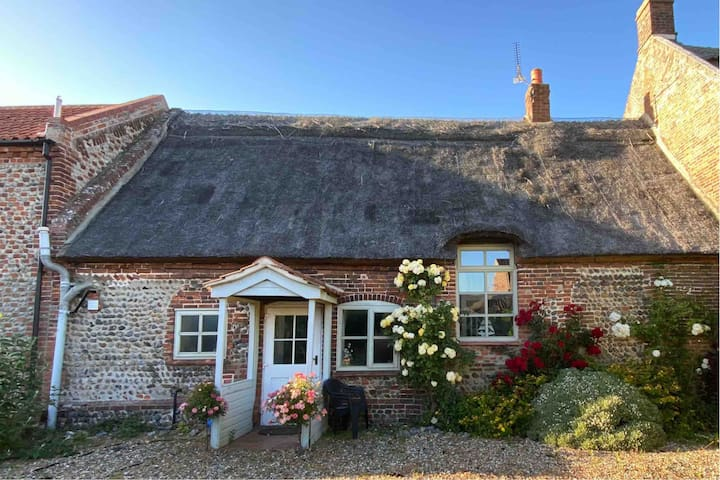 Character cottage with modern comforts nr beach