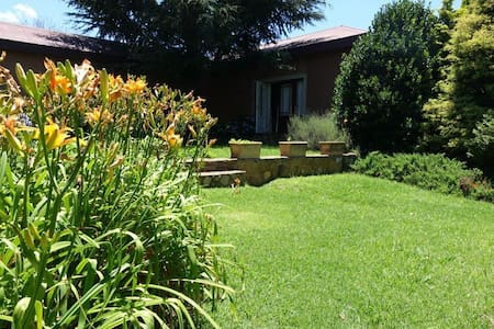 Cozy and private Feathers cottage at Walkersons - Dullstroom