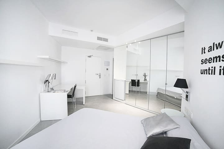 Fuencarral street room, private bathroom F 26