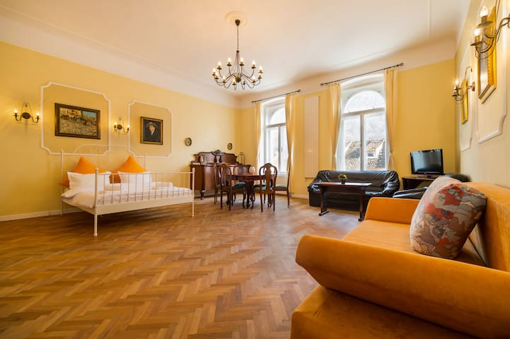 Republicii's Vintage Suite