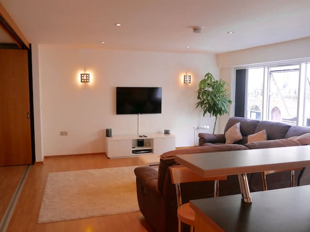 Large city centre apartment with secure parking