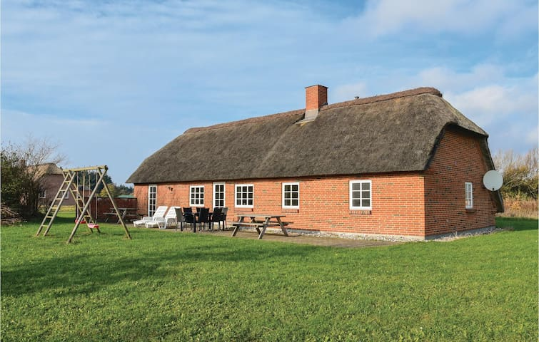 Holiday cottage with 4 bedrooms on 110m² in Ulfborg