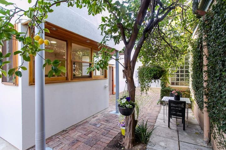Bright and Airy 3br Townhouse, Stephens St in CBD - Adelaide - Huis