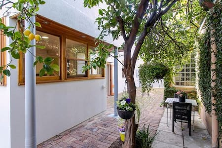 Bright and Airy 3br Townhouse, Stephens St in CBD