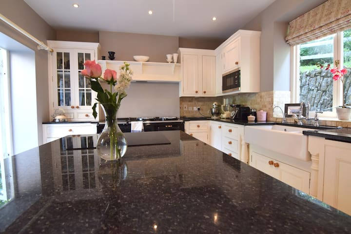 Entire beautiful home for 8 guests, Bath