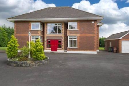 Luxurious Country Living 5 - Ashbourne - Rumah