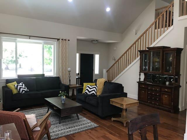 Spacious Modern Eugene House—Entire house
