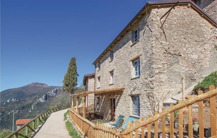 Holiday cottage with 4 bedrooms on 120m² in Camaiore -LU-