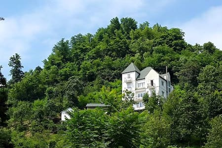 Белый дом в горах, утопающий в зелени - บาตูมิ - บ้าน