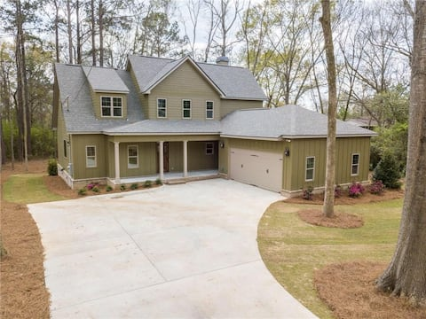 Large House/close to campus with open floor plan