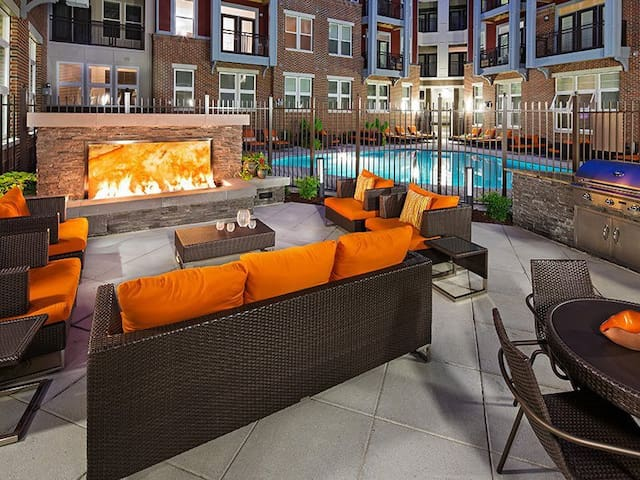 Luxury Stay in Arts District with Rooftop!