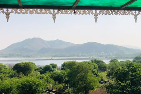 Lakeview Villa overlooking lake Near By pichhola !