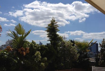Bel appartement avec terrasse. - Bois-Colombes - Bed & Breakfast