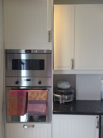 Ovens and microwave