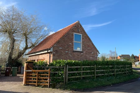 The Hideaway: Farnsfield (5 mins from Southwell)