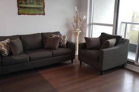 Luxurious 2 Bedroom Condo near Entertainment Area - Markham