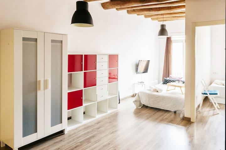 SHORT & MONTHLY RENTAL El Raval ENTIRE apartment