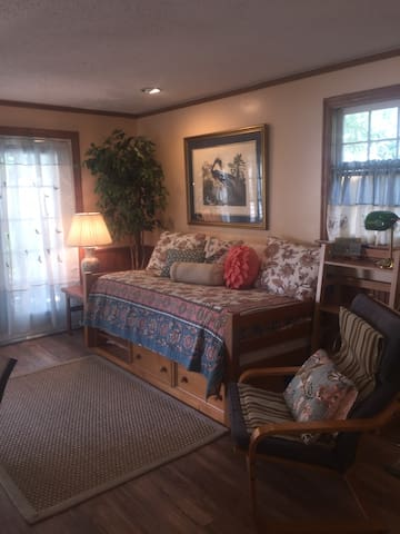 Daybed with bookcase & side chair. Linens provided.