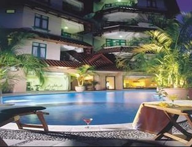 Central Location with Luxury 2 Bed Room Condominum - Medan