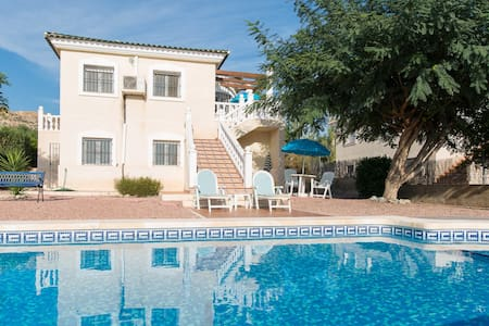 Spacious 3/4 bed Villa,Private Pool and Gardens - Mutxamel - Hus